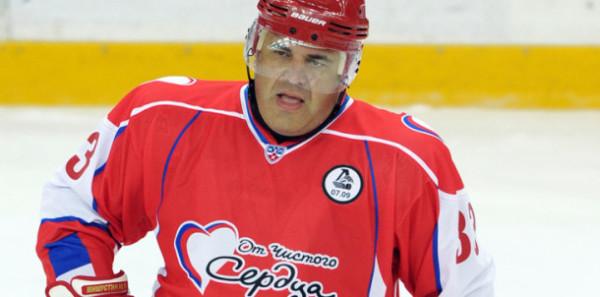 Михаил Мишустин играет в хоккей