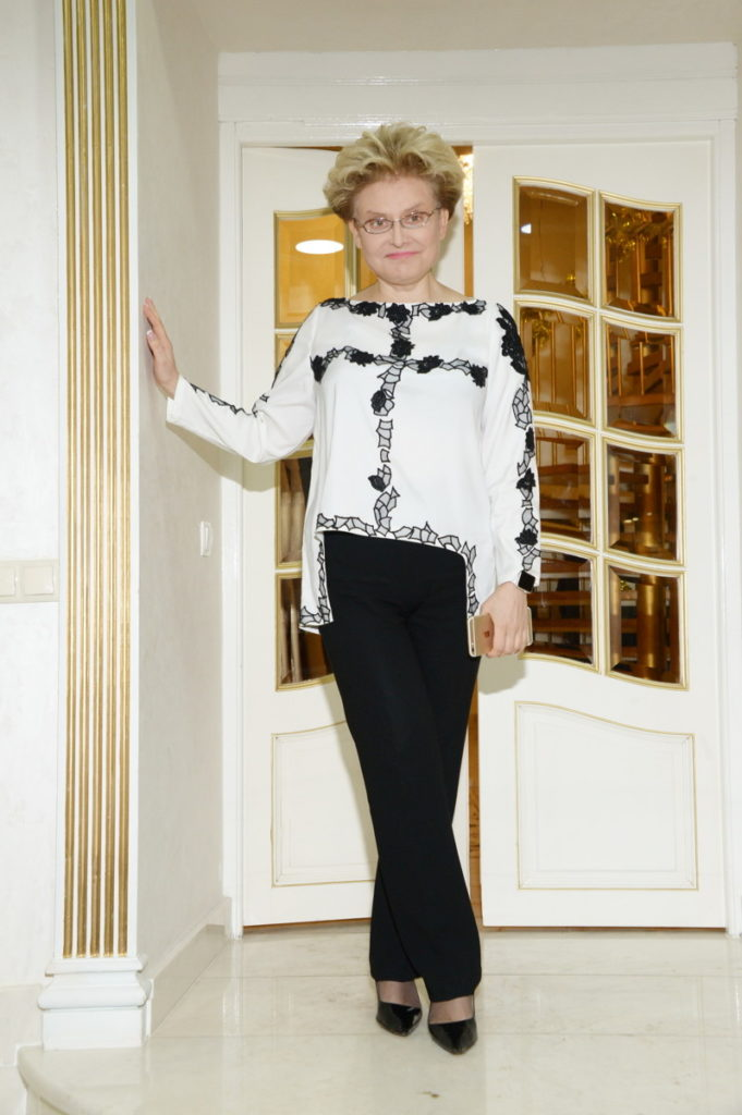 Где живет известная телеведущая Елена Малышева: московская квартира, загородный коттедж и дом в Америке
