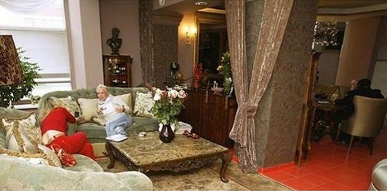 Где живет эпатажный Борис Моисеев