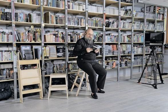 Где живет известный эрудит и журналист Анатолий Вассерман