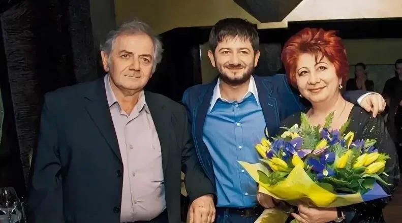 Где проживает известный юморист и ведущий Михаил Галустян