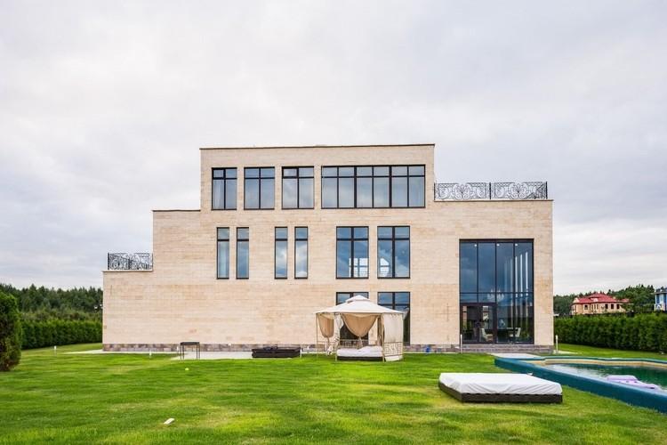 Богатый загородный особняк Джигана и Оксаны Самойловой