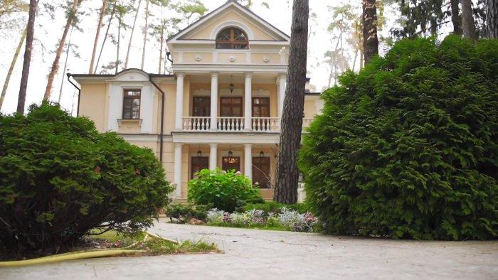 Величественный особняк Инны Чуриковой