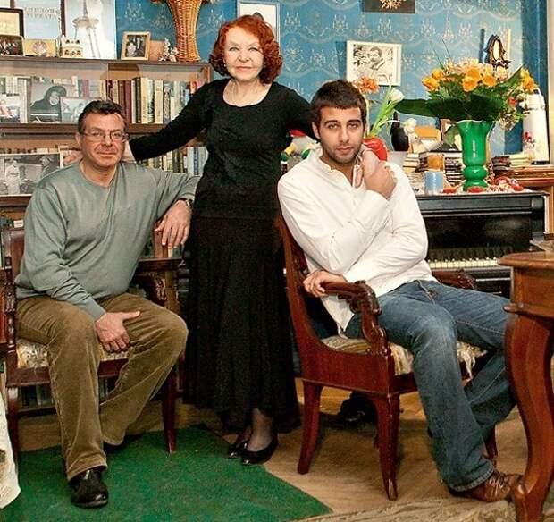 Питерская квартира 91-летней легендарной актрисы Нины Ургант, подаренная известным внуком