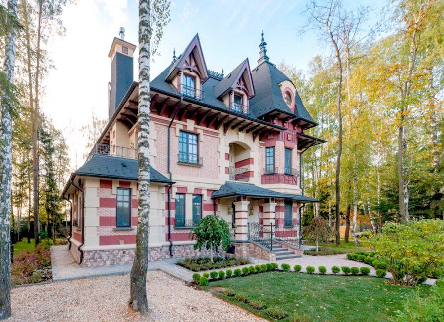 Где живет Агата Муцениеце после развода с Прилучным