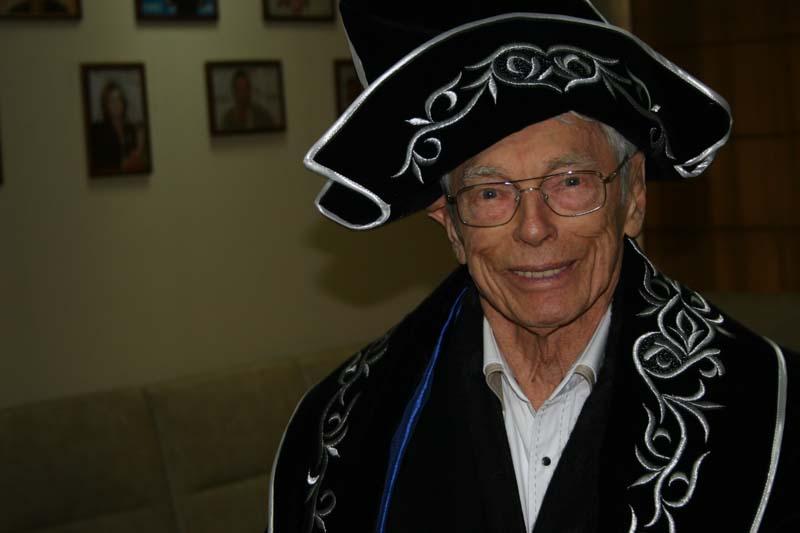 95-летний Илья Зацепин поделился секретом долголетия