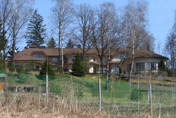Загородный дом Олега Табакова, в котором теперь проживает его вдова