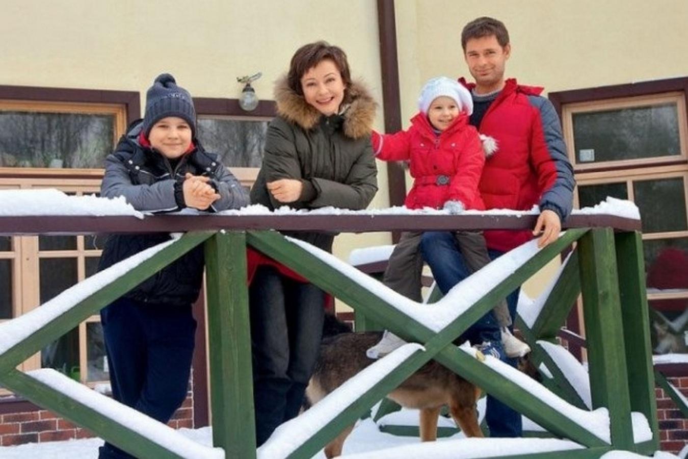Дом Евгении Добровольской с бассейном и положительной энергетикой