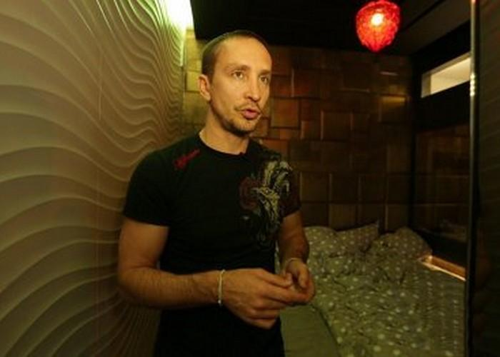 Столичная квартир певца Данко с душем-водопадом