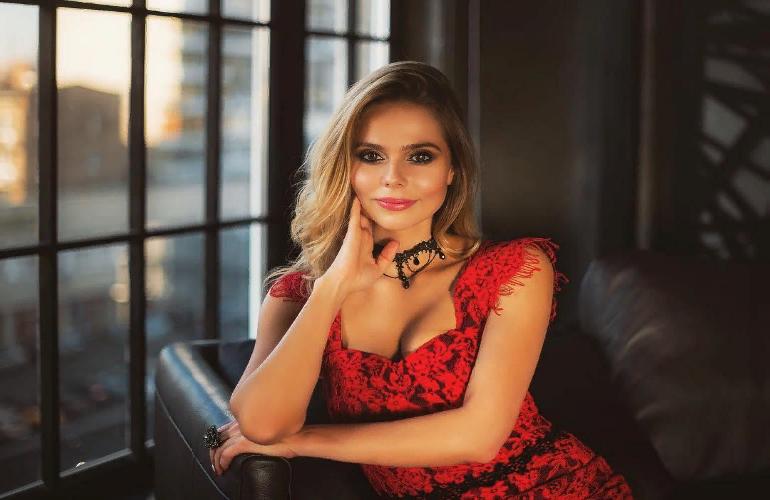Как сейчас живет бывшая солистка «Блестящих» Ксения Новикова