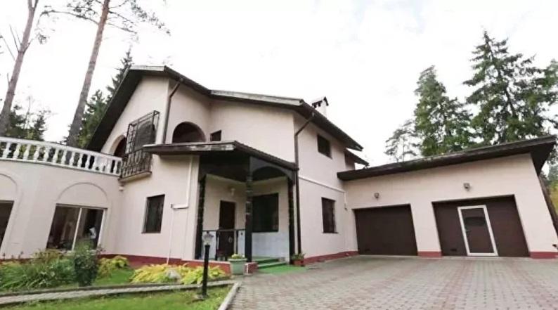 Дом Николая Носкова с камином и интерьером в русском стиле