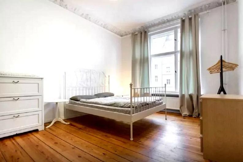 Аскетичное жилье Павла Дурова в Германии