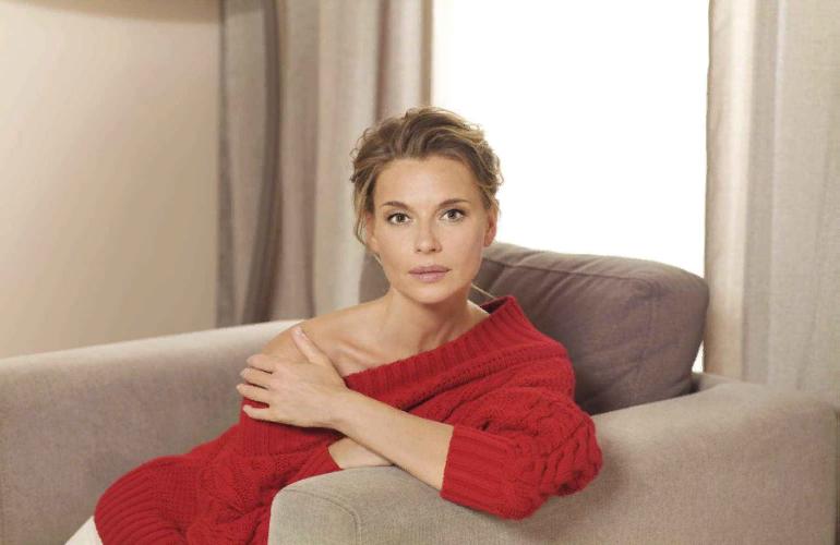 Актриса Любовь Толкалина показала обнаженную фигуру