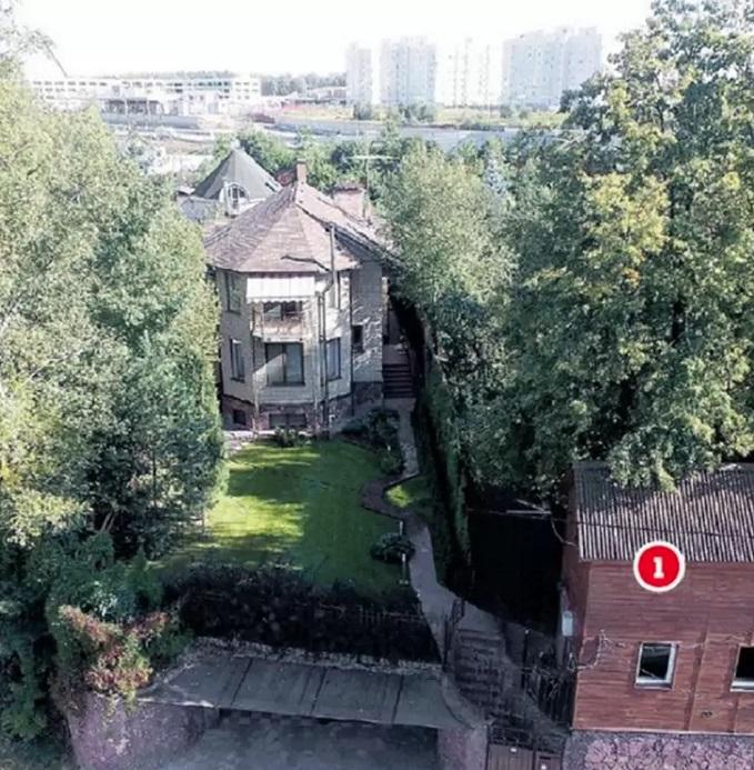 Загородный дом Оскара Кучера со спортивным уголком
